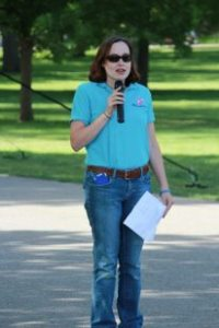 Amanda addresses the crowd at last year's Promise Walk for Preeclampsia in Denver